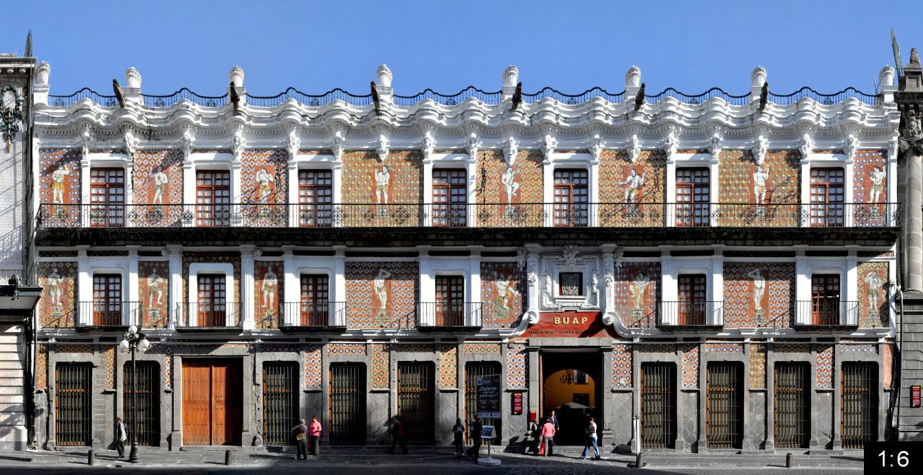 Fachada de la Casa de los Muñecos en la ciudad de Puebla