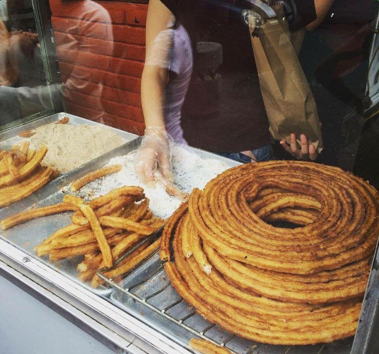 churros de la catedral, una de las cosas que hacer en un día lluvioso en Puebla